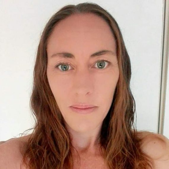 Leonie Du Buson_Profile Picture (1)